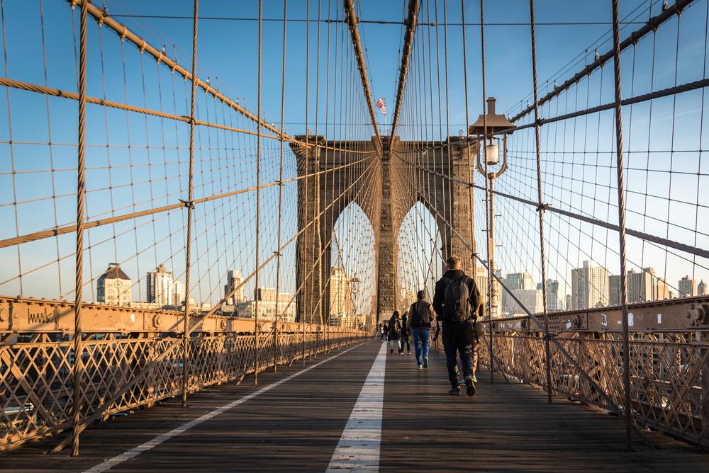 Walking through the Brooklyn Bridge © Nata S / Shutterstock