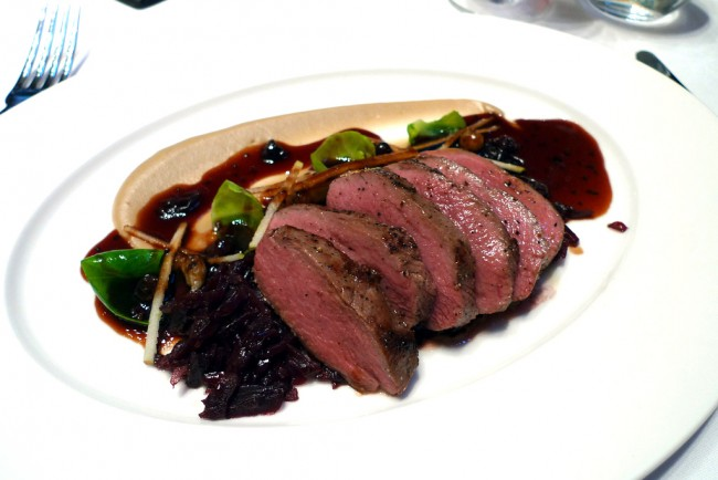 Venison with braised red cabbage | © Ewan Munro/Flickr