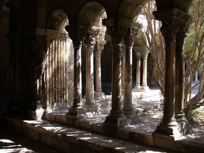 Arles, Saint Trophime Cloister © wpopp/WikiCommons