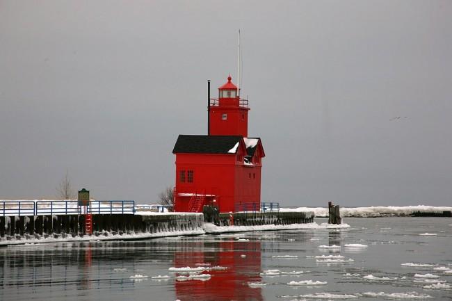 Holland Harbor Light near Holland, MI | © Sandysphotos2009/WikiCommons