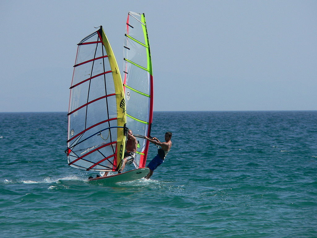 Windsurfing © Manuel González Olaechea/WikiCommons