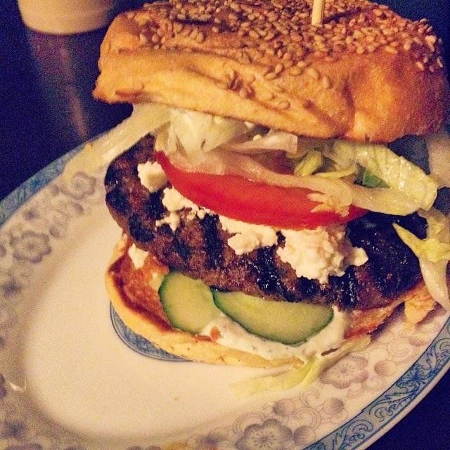 Tzazikiburger at Burgeramt   © FoodieBerlin
