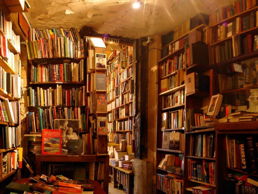 Shelves of books | © Alexandre Duret-Lutz/Flickr