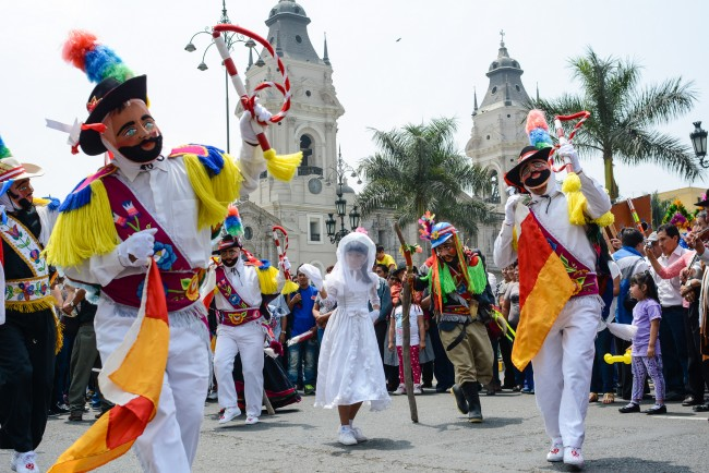 Street Dancing in Lima © M M/Flickr