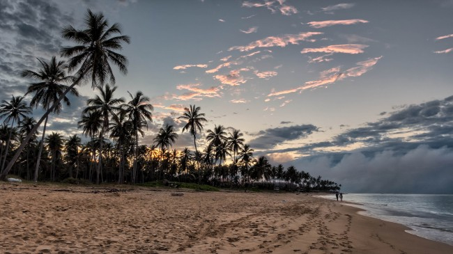 Sunset on the beach   © Joe deSousa/Flickr
