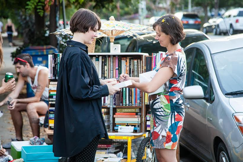 Jenn Witte issuing a F.L.O.W library card   © Randy Perry