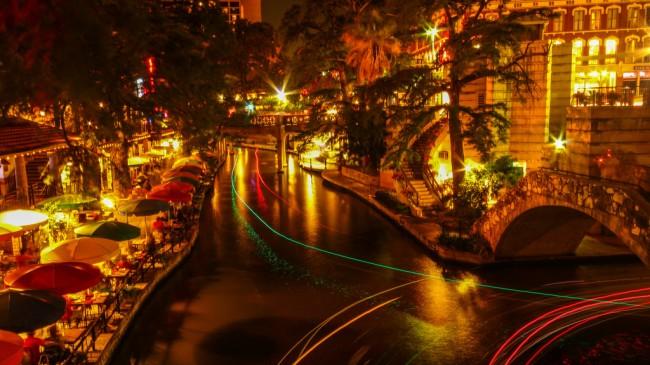 Riverwalk @ San Antonio   © Sarath Kuchi/flickr
