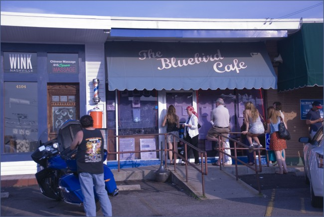 Lineup at the Bluebird Cafe © Ron Cogswell/Flickr
