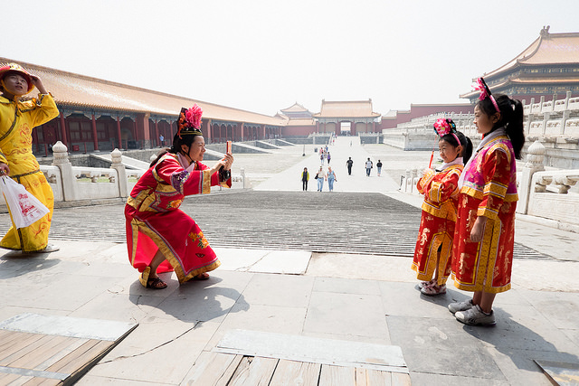 Traditional Chinese dress at the Forbidden City I © Mark Nye/Flickr