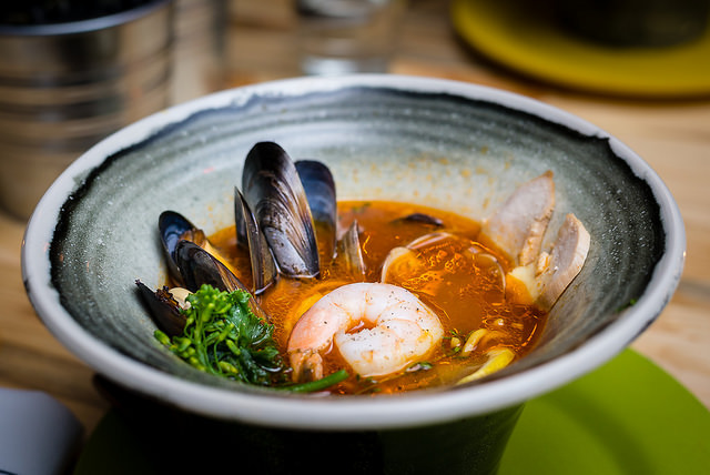 Seafood broth with prawns I © qasic/Flickr