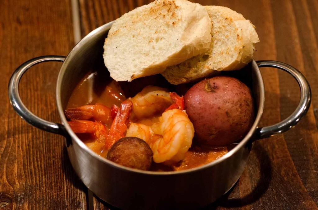 Shrimmp and Crab Boil ©Kurman Communications, Inc.