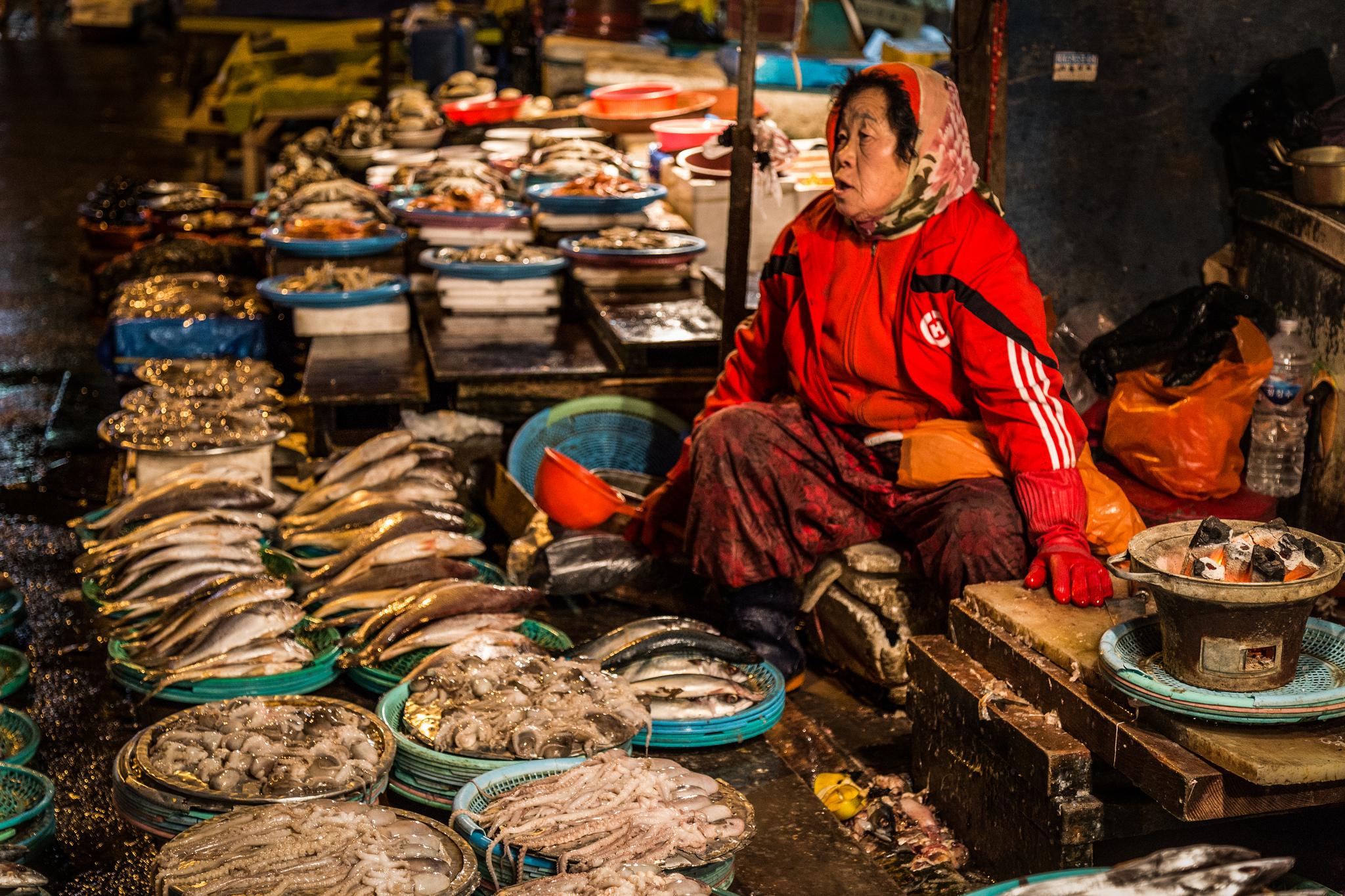 Old Woman at Jagalchi Fish Market  © Ryan Bodenstein/Flickr