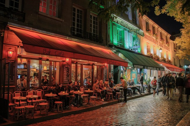 Montmartre terrasse at night | © Campus France/Flickr
