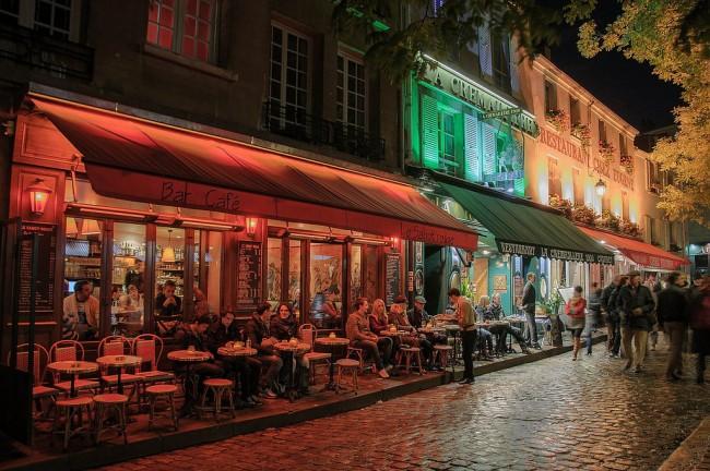 Montmartre terrasse at night | © Campus France/Flickr