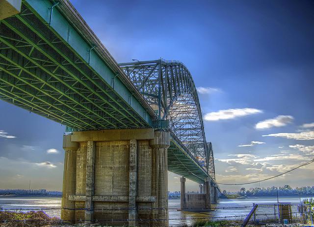 Hernando de Soto Bridge | © Joel יוֹאֵל/Flickr
