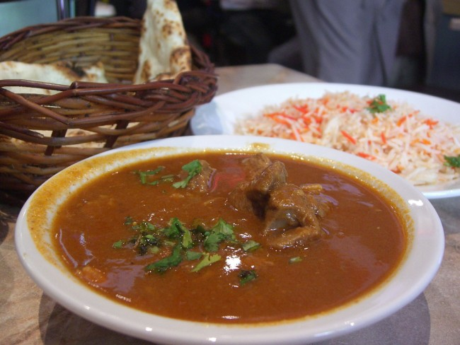 Goat Curry, Rice, and Naan | © Alpha/Flickr