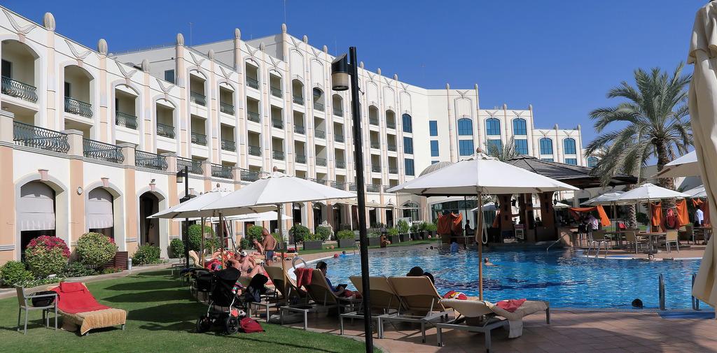 Al Ain Rotana pool | © Travpacker.com/Flickr