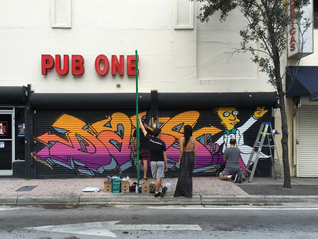 Painting a Mural Downtown at Pub One | © Phillip Pessar/flickr