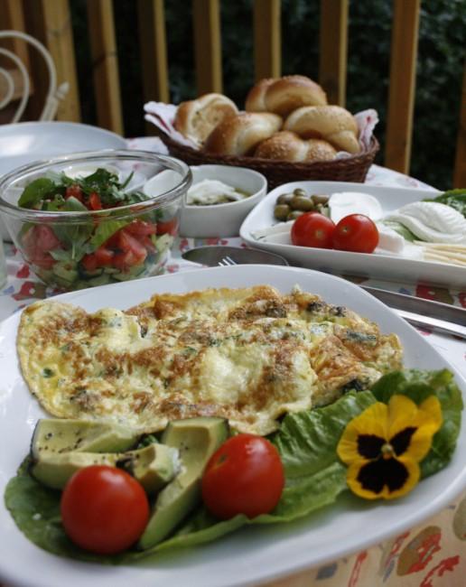 Israeli breakfast | © shira gal/Flickr