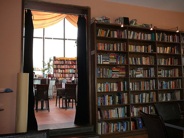 Bookworm cafe 1 © Stephenrwalli/Flickr