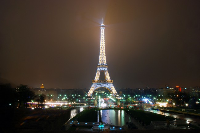 Eiffel Tower in the Rain © McPig/flickr