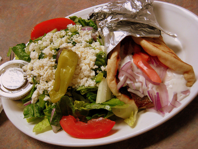 Greek salad [ © aJ Gazmen|Flickr]
