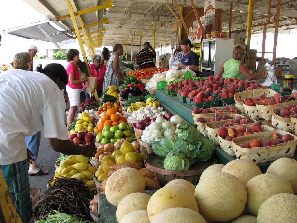 Farmers' Market © Natalie Maynor/flickr
