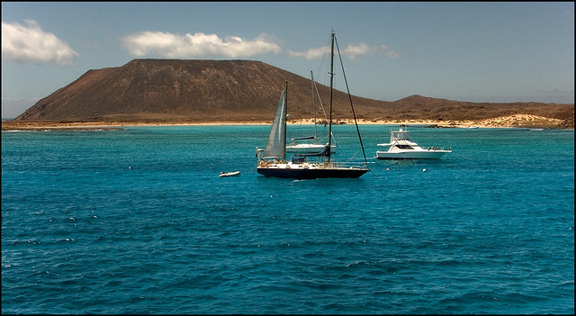 Boats on the Lobos Island | © Guillén Pérez/Flickr