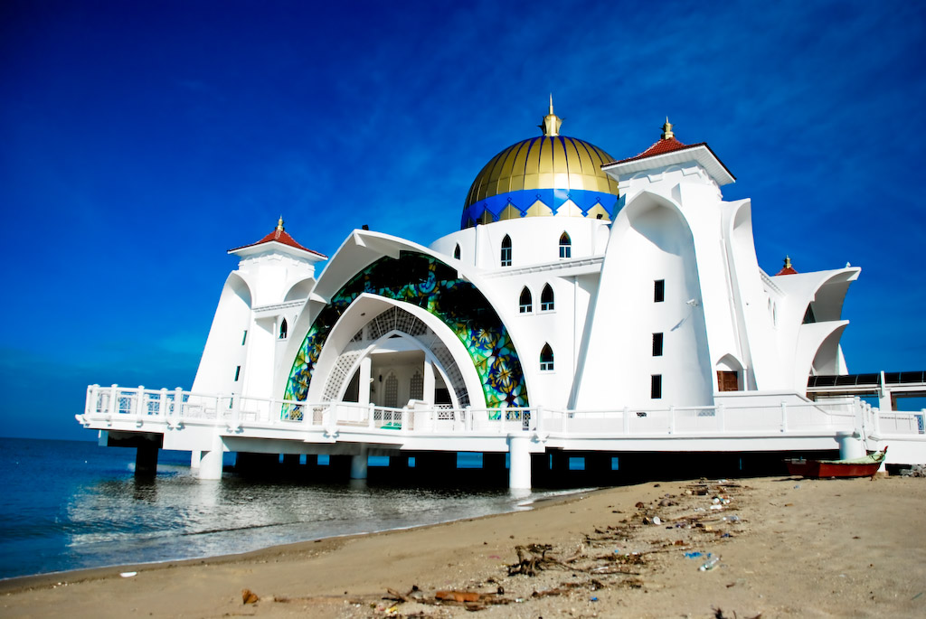 The Straits Mosque @ Masjid Selat Melaka | © Alvin Seah/Flickr