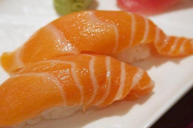 Salmon Nigiri Sushi | © www.bluewaikiki.com/Flickr