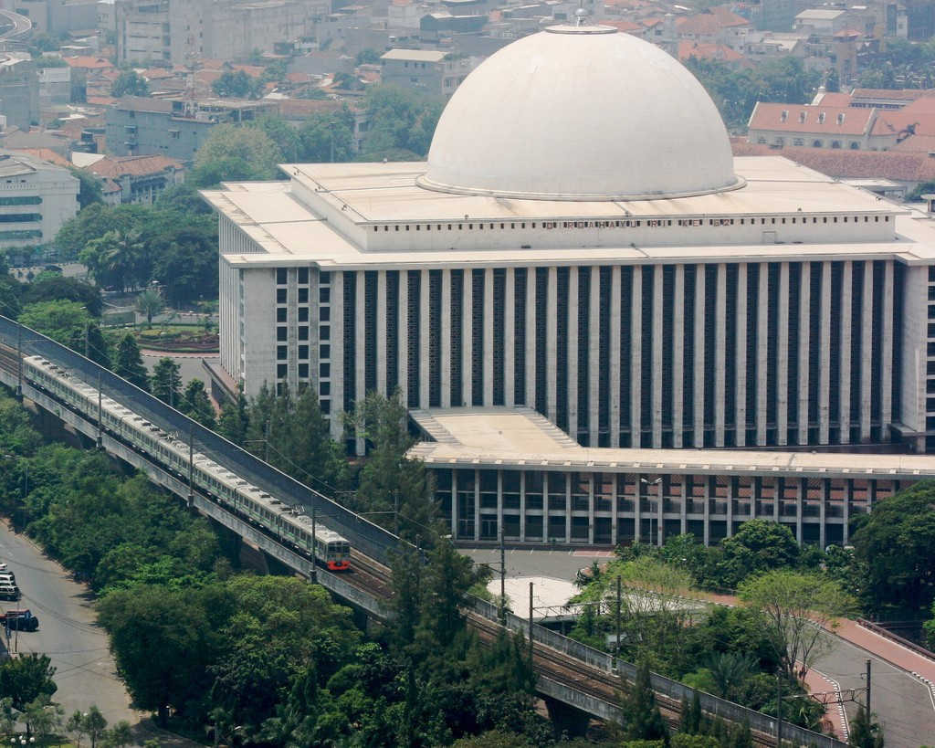The largest mosque in Jakarta is The Istiqlal Mosque © Anthony Cramp / Flickr