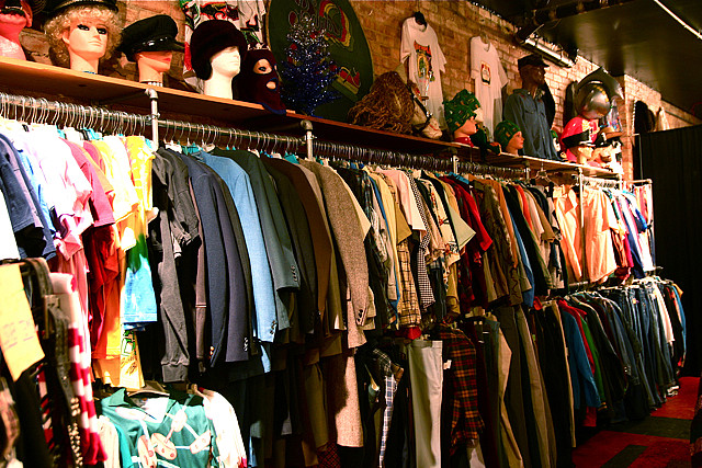 Vintage Indie Used Clothing Scavenger Hunt Shopping 12-8-08 1 | © Steven Depolo/Flickr