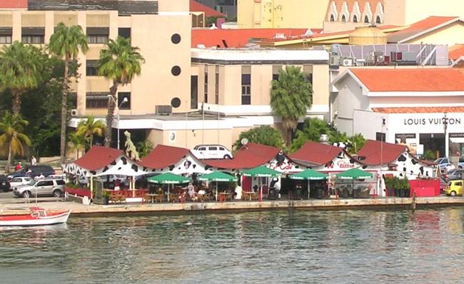 Aruba - 'The Paddock'   © Roger W/flickr