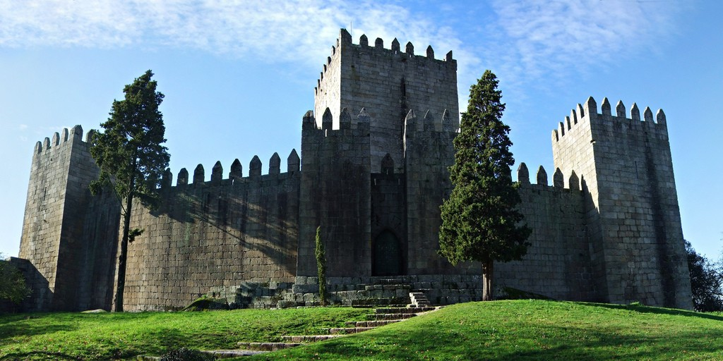 Castelo de Guimaraes ©Filipe Fortes