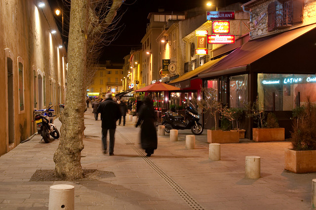 Antibes, le soir, les pubs, les restaurants © fr.zil/Flickr