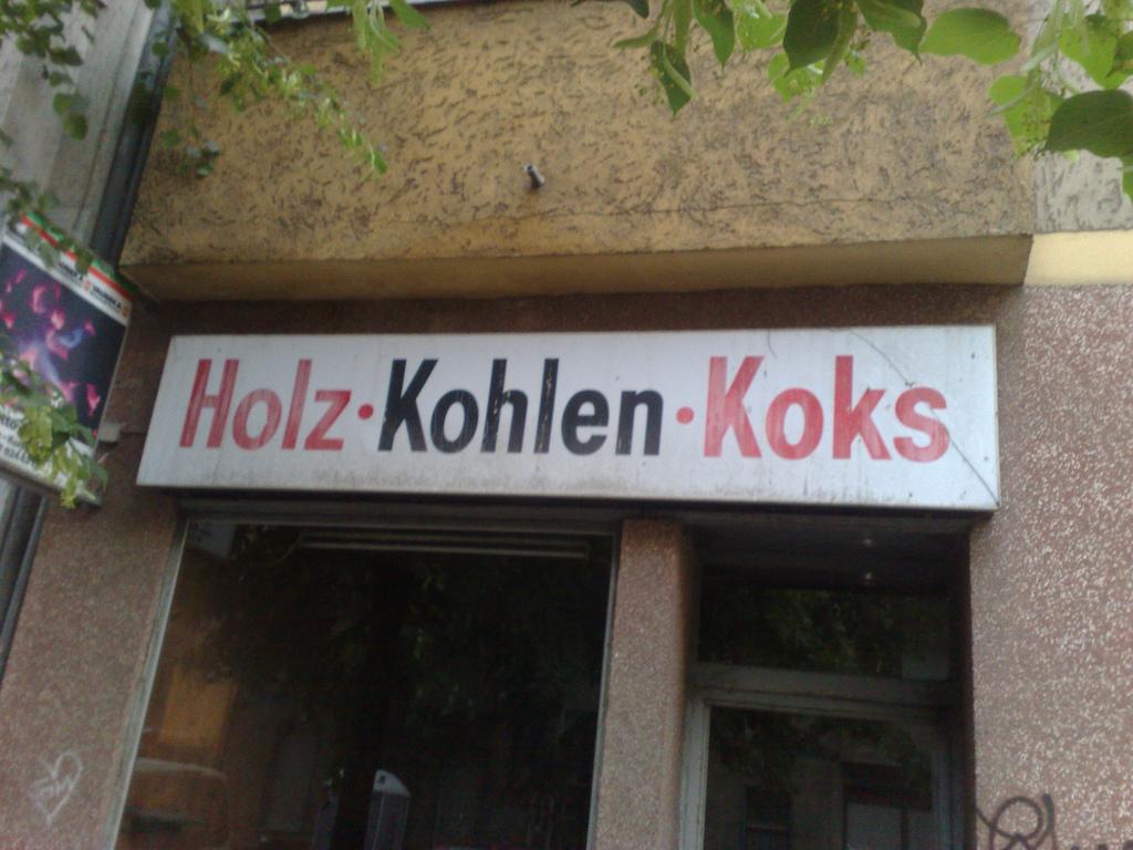 Holz - Kohlen - Koks |© Max Friedrich Hartmann / Flickr