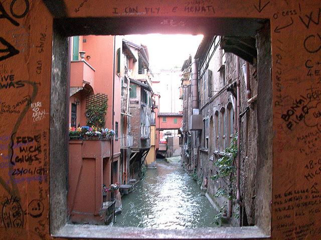 La finestrella - Bologna - Italy   © Revol Web/Flickr