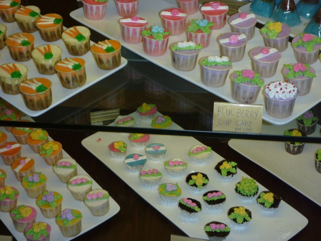Mini iced cakes, Food Republic, Pavilion Mall | © Mr & Mrs Stickyfingers/Flickr