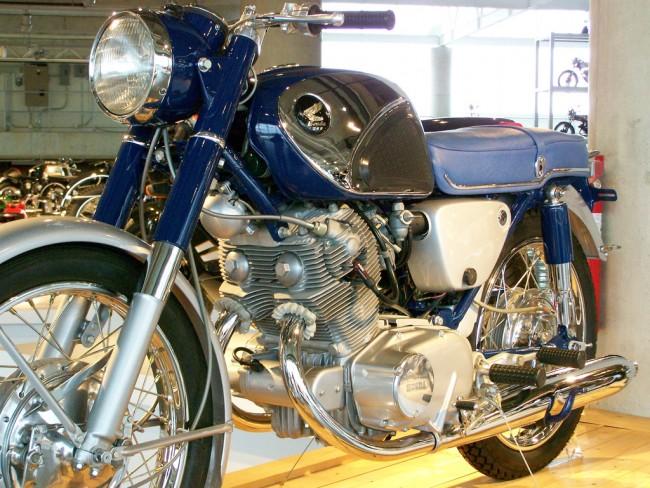 A motorcycle inside Barber Motorsports Vintage Museum |© Chuck Schultz/Flickr