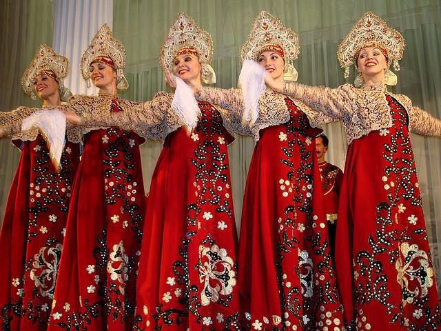 Traditional Russian dress I © Dennis Jarvis/Flickr