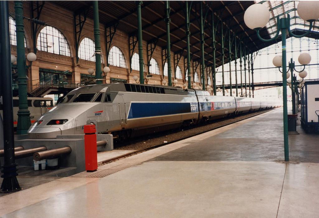 TGV in Lyon-Perrache Railway Station   © sammydavisdog/Flickr