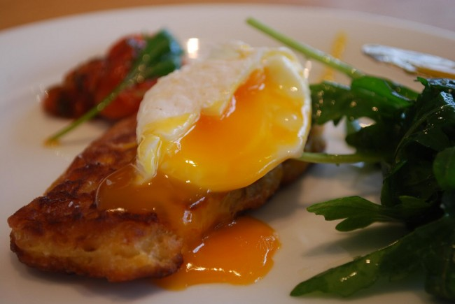 Poached egg - Sweetcorn Fritters - Jones the Grocer, Chadstone AUD9.50 | © Alpha/Flickr