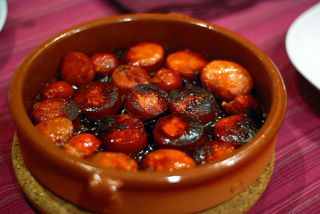 Chorizo with cider | © Lucia Sanchez / Flickr