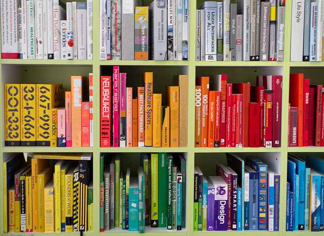 The Colorful Library of an Interaction Designer (Juhan Sonin) | © See-ming Lee/Flickr