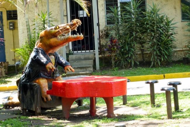 Un cocodrilo pianista en la Universidad de Costa Rica © Carlos Reusser Monsalvez/Flickr