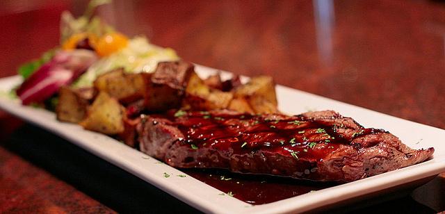 Steak Pommes-Frites I © waferboard/Flickr