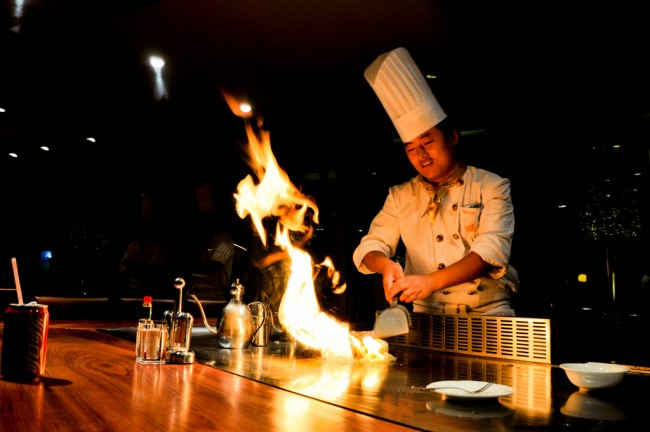 Social Fire on Teppanyaki Table | © Simone Lovati/steak231.rssing