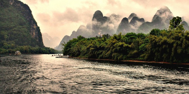Hidden hills, Li River | © Grey World/Flickr