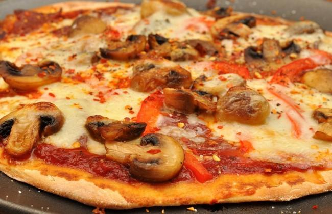 Mmm... pizza night | © jeffreyw/Flickr