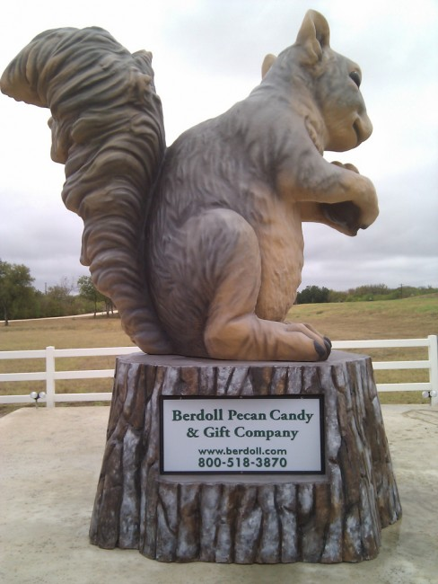 Berdoll Pecan Farm's Squirrel Mascot | © Mike Prosser/Flickr